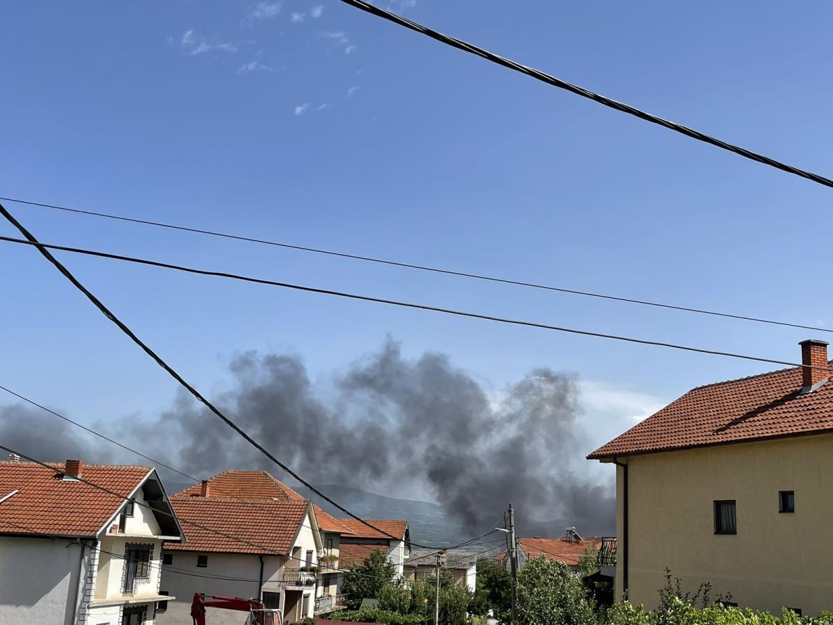 Jedan od požara u ponedeljak u Vranju. Foto Vranje News