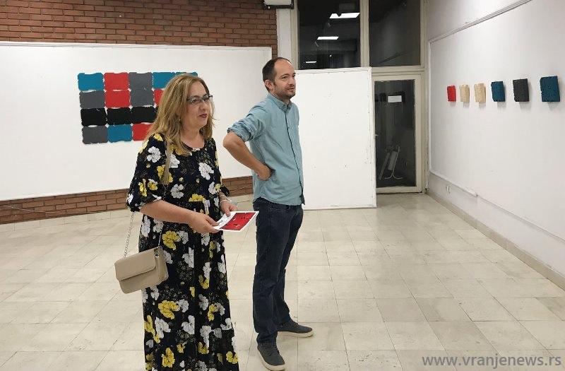 Novaković sa gradskom većnicom za kulturu Izabelom Savić. Foto Vranje News
