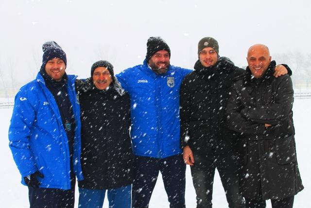 Stručni štab i članovi uprave Dinama. Foto VranjeNews