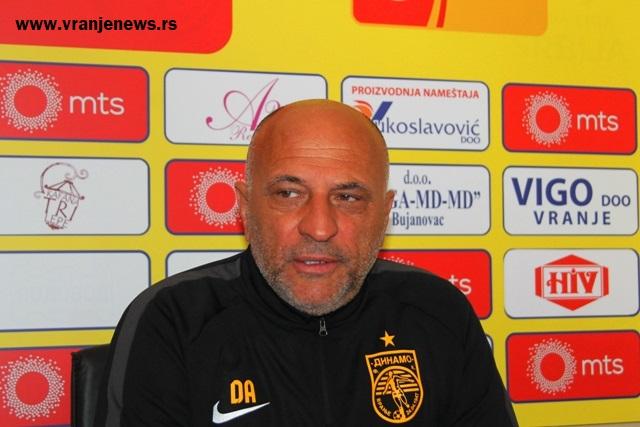 Kvalitet na našoj strani: Dragan Antić na konferenciji za medije pred utakmicu sa Bačkom. Foto VranjeNews