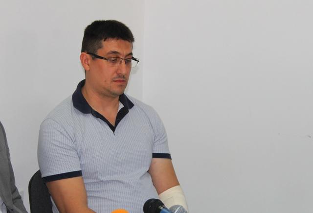 Pavlović sa bandažiranom levom rukom. Foto VranjeNews