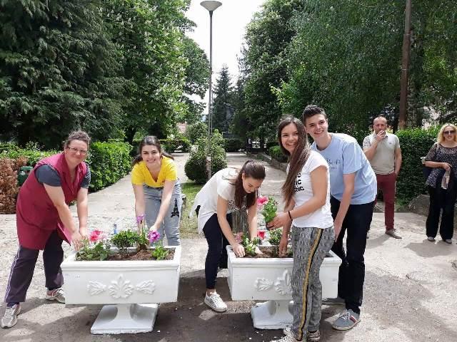 Gimnazijalci u ekološkoj akciji. Foto privatna arhiva