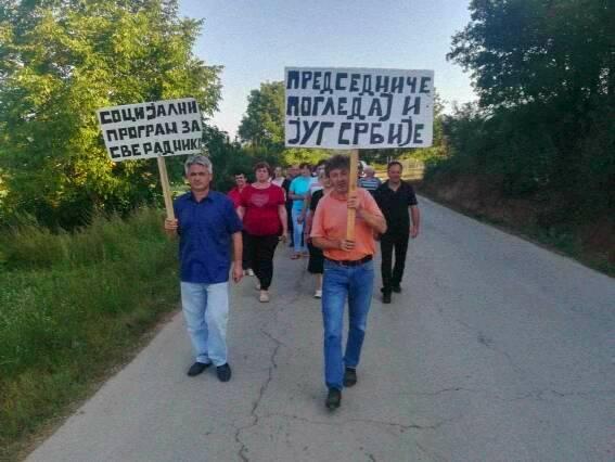 Radnici Gumoplastike u vreme štrajka. Foto privatna arhiva