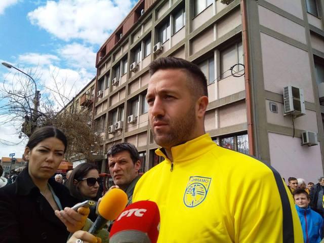 Baranin na martovskom protestu fudbalera Dinama zbog loše finansijske situacije kluba. Foto VranjeNews