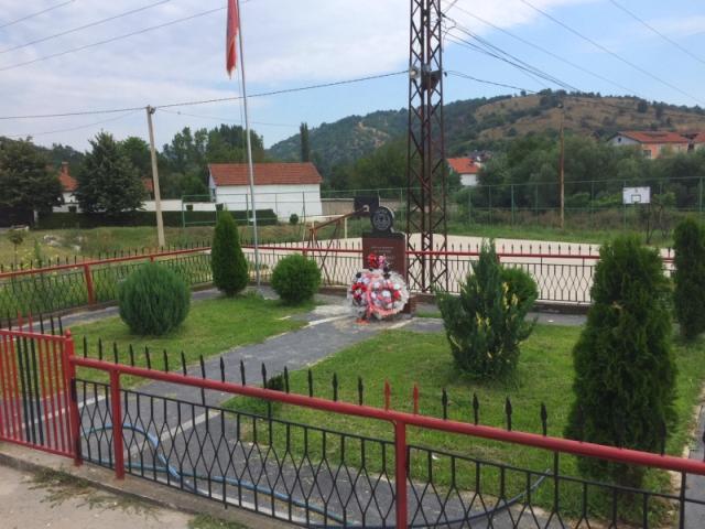 Spomenik stradalim pripadnicima OVPMB u selu Lučane. Foto N. Lazić