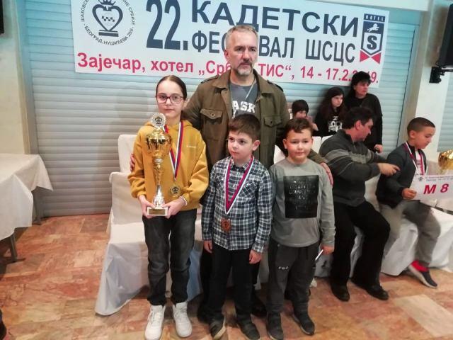 Obezbeđen plasman na državno prvenstvo: sa trenerom Zoranom Stojanovićem. Foto privatna arhiva