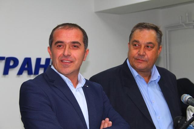 Stopa nezaposlenosti smanjena sa 30 na 12 odsto: Slaviša Bulatović i Momir Stojilković. Foto Vranje News