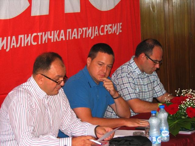Ružić sa čelnicima vranjskog SPS. Foto VranjeNews