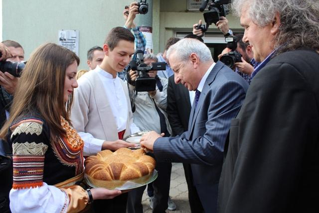 Vremena poverenja: Zaharijev sa bugarskim premijerom Ognjanom Gerdžikovim, ispred SO Bosilegrad 2017. godine, Foto: Vranjenews